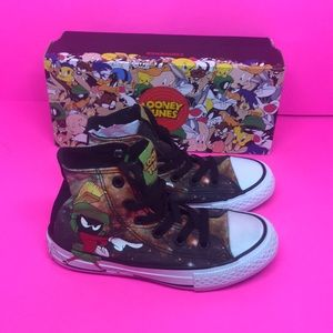 Converse Looney Tunes Size 11 Youth